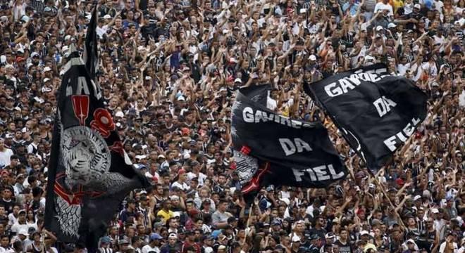Corinthians conta com o apoio da torcida em treino aberto como combustível