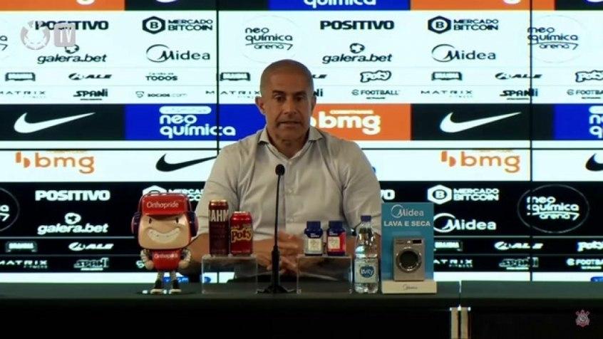 Sylvinho explica entrada de Cantillo e diz que estratégia funcionou