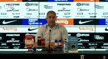 Sylvinho saiu contente com o time após vitória