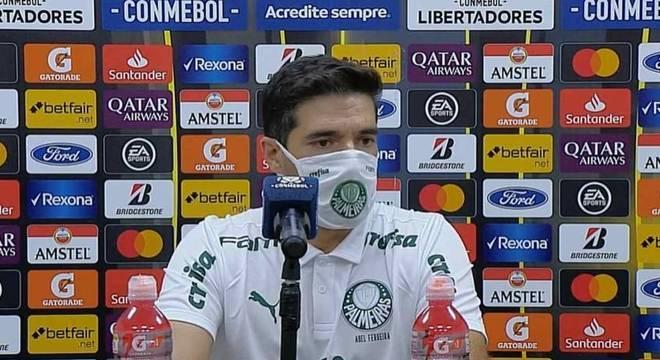 Abel Ferreira ficou satisfeito com a performance do Palmeiras em vitória