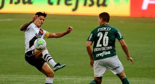 Cano, atacante do Vasco, foi muito marcado pelos defensores palmeirenses