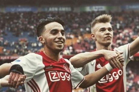 Após quase três anos, jogador do Ajax acorda do coma