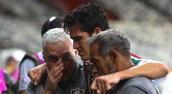 Pedro, do Fluminense, saiu lesionado no jogo contra o Cruzeiro