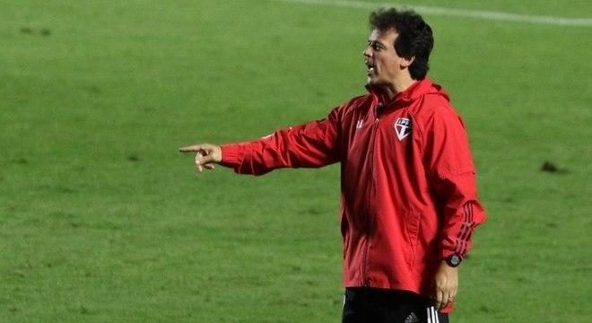 Fernando Diniz se mostrou preocupado com lesão de Daniel Alves