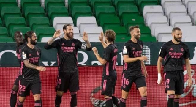 Sérgio Ramos marca gol da primeira vitória do Real no Espanhol