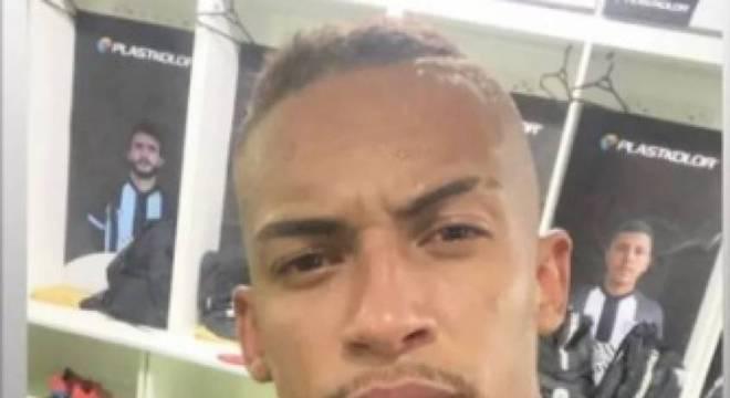 Lucas Barcelos já treina no Figueirense