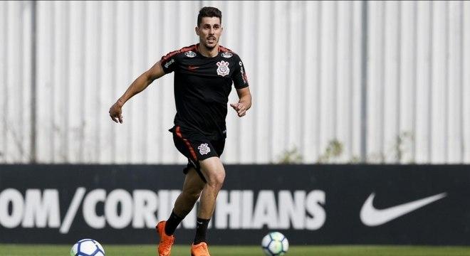 Danilo Avelar está emprestado ao Corinthians pelo Torino, da Itália