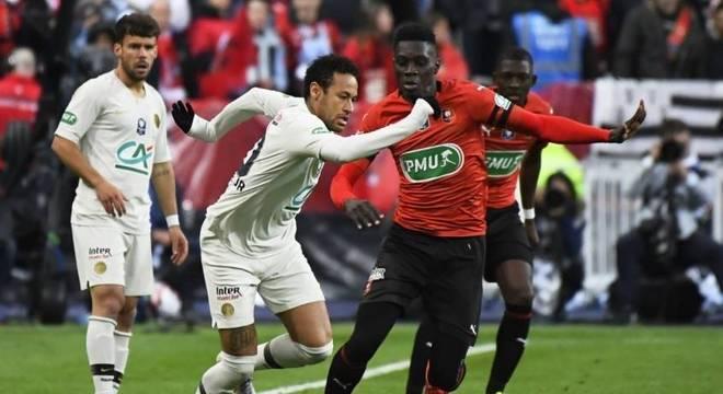 Neymar em lance contra o Rennes no último sábado (27)
