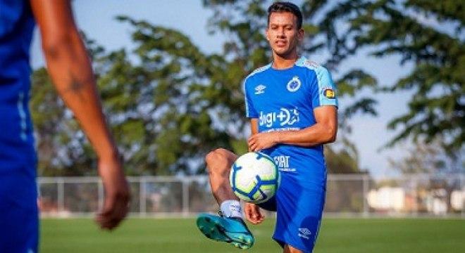 Henrique está de volta ao Cruzeiro após ficar seis meses no Fluminense