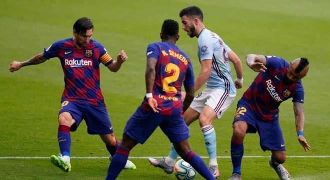 Barcelona assumiu liderança, mas pode ficar dois pontos atrás do Real Madrid
