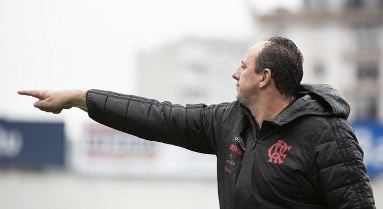 Ceni critica gramado após derrota do Flamengo: 'Em condições normais, tinha muita chance de vencer'