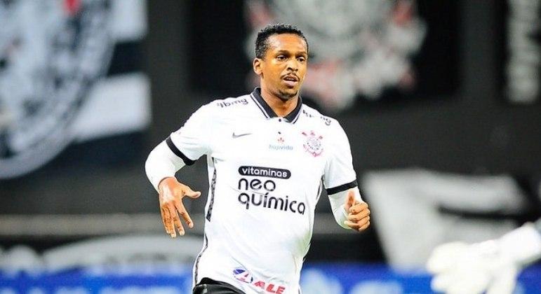 Com gol marcado contra o Fluminense, Jô se tornou maior artilheiro do Timão no século