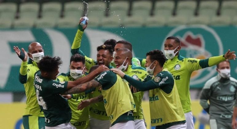 Palmeiras vira nos acréscimos e vence o Bahia por 3 a 2 no Brasileiro