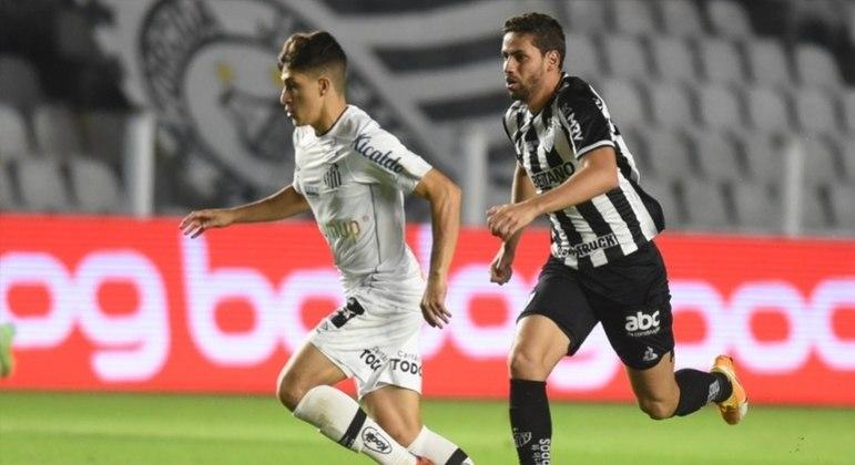 Santos vence o Atlético-MG por 2 a 0 e entra no G6 do Brasileirão