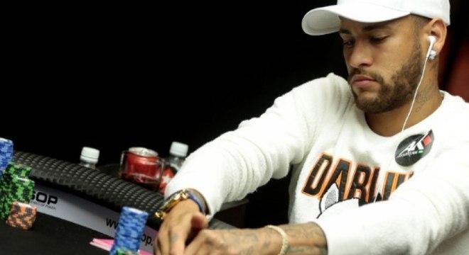 Neymar participa da mesa final do torneio Poker High Rollers