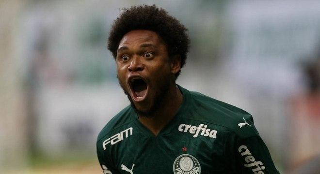 Luiz Adriano tem nove gols na temporada