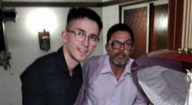 Claudio e o filho foram vistos em foto ao lado do corpo de Maradona