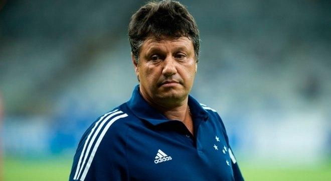 Adílson elogia segundo tempo do Cruzeiro e diz que torcedor não precisa desconfiar do jovem time
