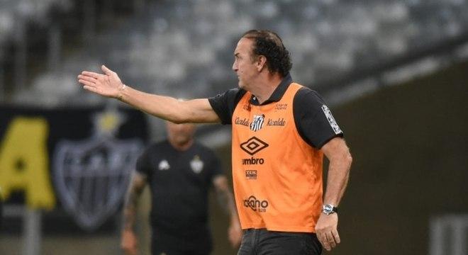 O técnico Cuca é cogitado após saída de Sampaoli