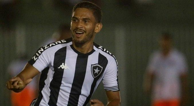 Marco Antônio fez o gol da virada do Botafogo em Bacaxá, neste domingo (30)
