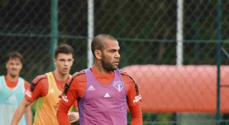 Daniel Alves jogou por muitos anos no futebol espanhol