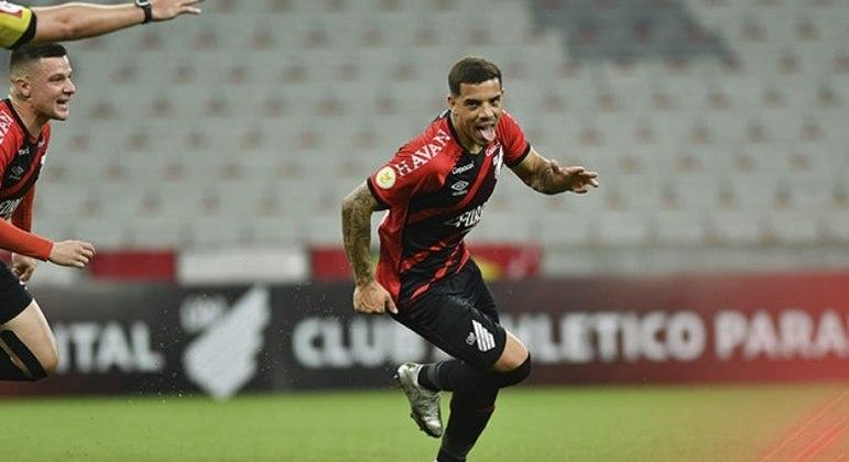 Terans marcou os dois gols da vitória do Athletico contra o Atlético-GO