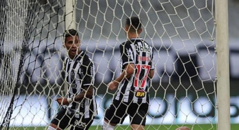 Galo vence o Bahia por 2 a 0, com gols de Zaracho e Hulk