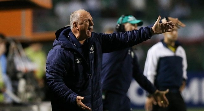 Felipão durante derrota para o Grêmio na Libertadores