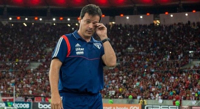 Antes da estreia, Diniz falou em Telê. Só que retrancou o time. Mais para Felipão