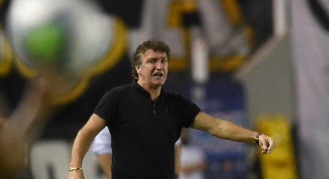 Cuca desconsidera desgaste em empate do Santos e afirma: 'Era pra termos vencido'