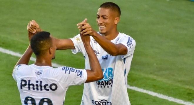 Meninos da Vila se encontraram ao longo do jogo e garantiram vitória do Santos
