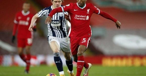 Liverpool oferece renovação de contrato a Wijnaldum, mas jogador decide esperar; Barcelona monitora