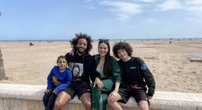Marcelo postou foto com a família em uma praia na Espanha