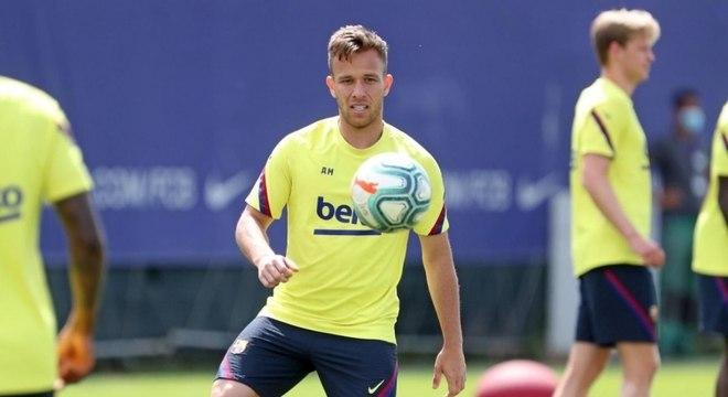 Arthur havia dito que queria permanecer em Barcelona