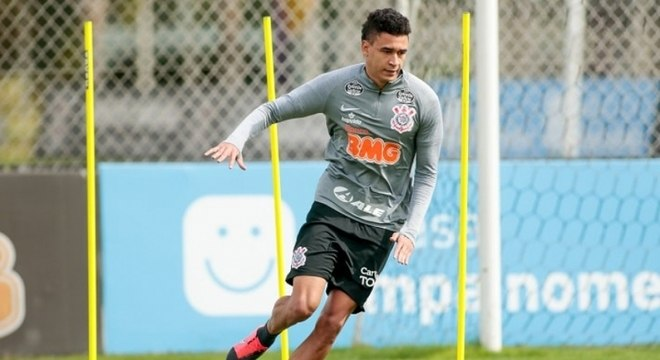 Cantillo disputa vaga concorrida no meio-campo de Tiago Nunes no Timão