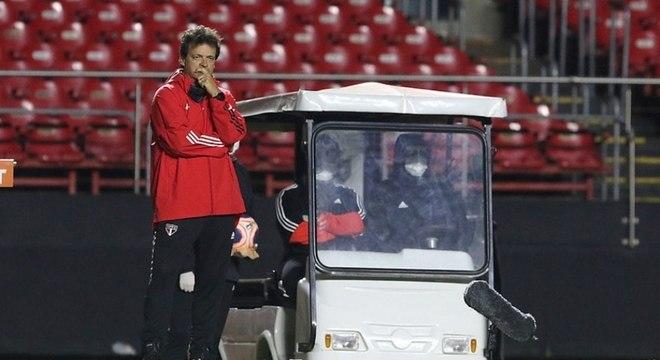 Fernando Diniz foi muito criticado pela torcida após eliminação