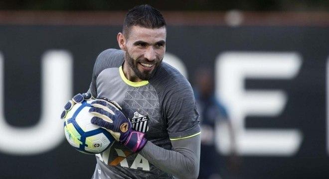 Vanderlei é titular do Santos há anos e clube diz que não irá vendê-lo d08ee20af59ea