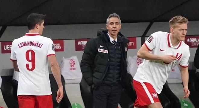 Lewandowski saiu lesionado na vitória da Polônia sobre Andorra, pelas Eliminatórias
