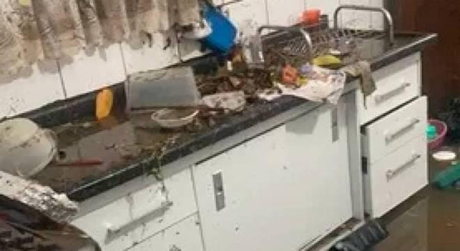 Local ficou bastante danificado após a enchente