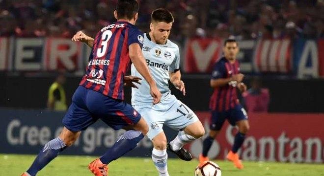 Cerro Porteño e Grêmio jogam em Porto Alegre nesta terça (1º)