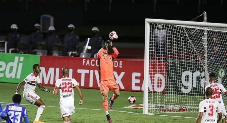 São Paulo chegou a cinco jogos sem sofrer gol