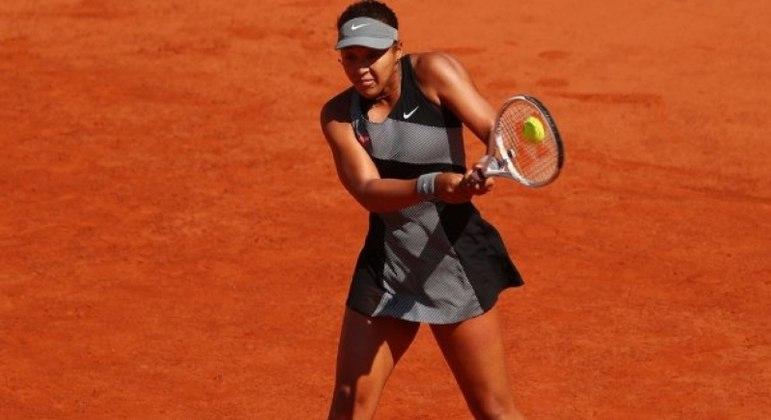 Naomi Osaka irrita Roland Garros, é multada em R$ 78 mil e pode ser expulsa do torneio