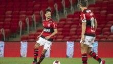 Rodrigo Caio recebe homenagem pelas 100 partidas pelo Flamengo
