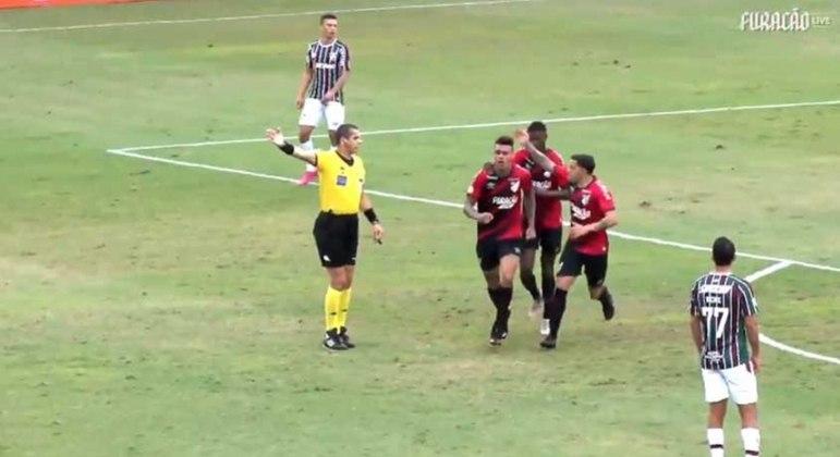 Athletico fez ótimo segundo tempo e goleou o Fluminense no Rio