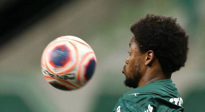 Luiz Adriano era anunciado como jogador do Palmeiras há exatamente um ano