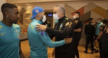 Neymar e Marquinhos chegam nesta terça-feira