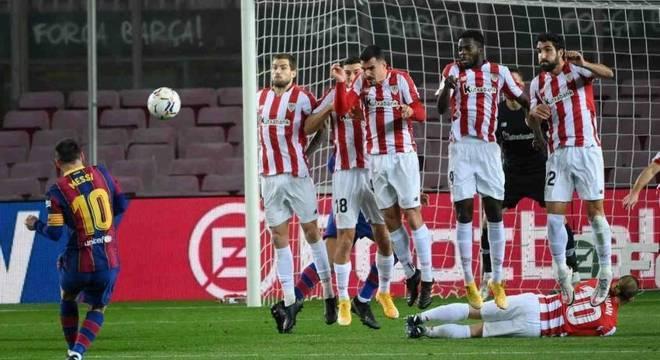 Messi marca golaço de falta na vitória sobre o Athletic Bilbao, pelo Espanhol