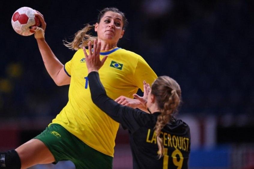 Brasil perde para Suécia e joga contra França para ir às quartas de final de handebol feminino em Tóquio
