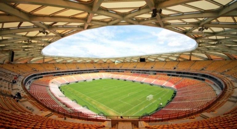 Há necessidade de reparos nos refletores e na estrutura do estádio, como infiltrações