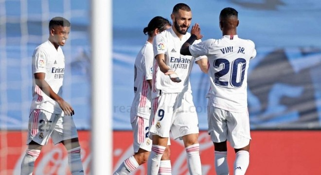 Benzema marcou dois gols na goleada do Real Madrid sobre o Huesca